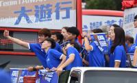 台灣英雄大遊行  選手們自拍合影