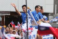 台灣英雄大遊行 民眾夾道歡迎