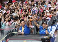 台灣英雄大遊行 李智凱接受民眾喝采(2)