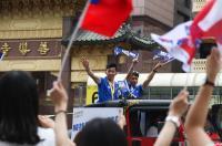 台灣英雄大遊行 李智凱與教練出席