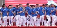 台灣英雄大遊行 女籃隊被拱熱舞