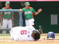 世大運棒球台墨戰 張皓緯遭頭部觸身球送醫