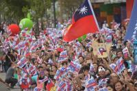 台灣英雄大遊行登場 民眾喝采