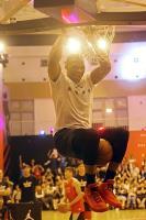 NBA球星衛斯布魯克帥氣灌籃