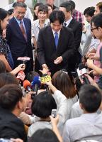 新閣揆上任 賴清德與記者握手致意
