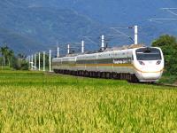 追火車拍美照 台鐵提醒務必注意安全