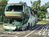 國道客運岡山撞護欄  6死11傷