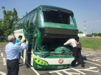 國道客運岡山撞護欄釀6死11傷