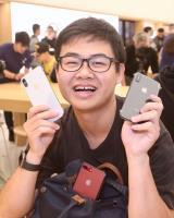 iPhone X開賣 果粉直營店搶頭香