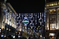 倫敦牛津街耶誕點燈 靈感來自飄落雪花