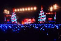 五月天平安夜開唱 巨型耶誕樹饗歌迷
