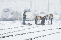 陆陕西铁路遭暴雪覆盖