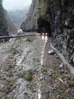 花蓮強震 中橫公路落石阻斷(1)