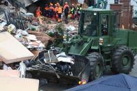 花蓮地震 國軍出動裝土機推挖