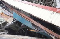花蓮強震 國盛六街車輛壓成廢鐵
