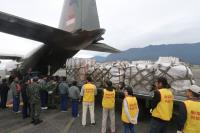 新加坡軍機運送物資抵花蓮賑災