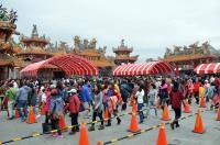 蔡总统台东拜年 民众欢喜领红包(2)
