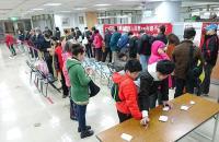 農曆春節將屆 民眾換新鈔大排長龍
