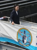總統首次登艦視導操演 強化戰備應變能力