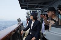 蔡總統首度登艦出海測考海軍戰力(2)
