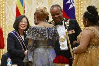 蔡總統與史國王妃握手致意