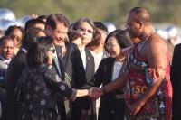 蔡總統向史瓦濟蘭國王介紹我方人員