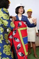 史國項古聖親王贈蔡總統傳統服飾(2)