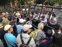軍改案衝突 抗議群眾與警對峙