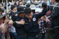 軍改案衝突 警方被推拉(1)