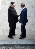 文在寅短暫踏上北韓領土
