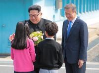 金正恩接受獻花