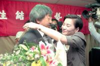 孫越(左)舉行告別影壇記者會