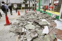 住宅外牆因強震剝落
