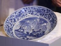故宮展日本文物青花柳葉鳥紋盤修復成果