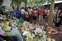 上海2男童被砍死後  現場悼念花海