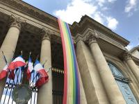巴黎同志遊行 國民議會掛彩虹旗支持