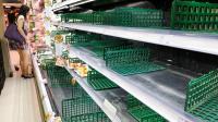 颱風逼近 賣場蔬菜貨架空了一大半