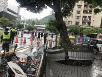 颱風瑪莉亞襲台 北市路樹連根拔起