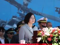 阿帕契直升机成军典礼 蔡总统校阅赞战力强