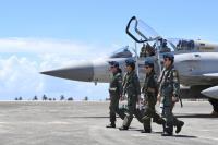 空軍主力戰機女飛官亮相