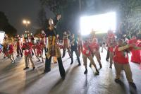雅加達亞運開幕 志工場外跳舞迎賓