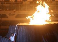 亞運開幕式 羽壇傳奇人物王蓮香點燃聖火