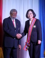 蔡總統訪貝里斯 貝國總督贈勳蔡總統