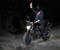 亞運開幕式 印尼總統佐科威進場大玩創意