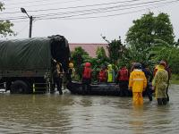 嘉義遭雨彈狂襲淹水 國軍支援居民撤離(1)