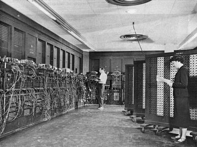 世界第一部计算机ENIAC在美国宾夕法尼亚大学诞生。(图取自维基共享资源)