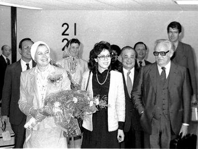 摩納哥侯國元首雷尼爾三世(前右)暨王妃葛麗絲凱莉(前左)抵台訪問。(中央社檔案照片)