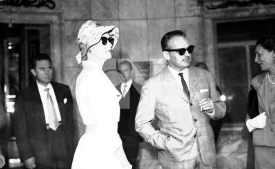 摩納哥王子和他的美麗的王妃(葛麗斯.凱萊)到馬德里渡假,並看幾場西班牙精彩的春季鬥牛表演。(中央社典藏)
