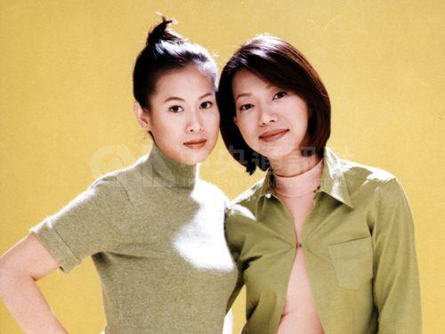 代表中華民國參加第10屆東京國際影展由、林正盛導演的影片「美麗在唱歌」女主角劉若英(左),榮獲這次影展最優秀女主角獎。劉若英曾於5月間隨「美麗在唱 歌」影片出席坎城影展。(中央社攝 86年11月10日)