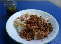 嗄拋肉末蓋飯  泰國人心中真正的國民美食